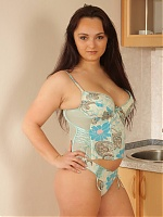 Manuela joins us for a live cam show and takes her dress off to expose her full bush